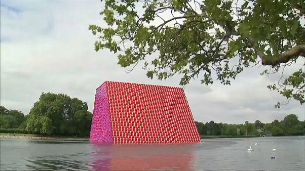 Londra, inaugurata una nuova opera gigante dell'artista Christo