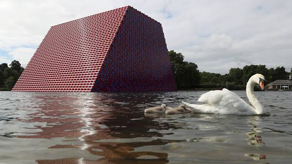 "L'artiste Christo dévoile son ""London Mastaba"""