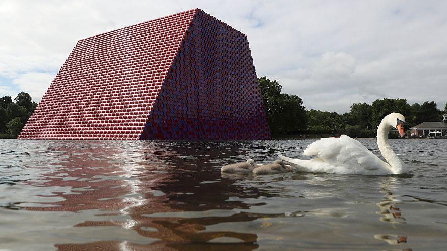 "L'artiste Christo dévoile son ""London Mastaba"""