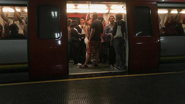 Mujer da a luz en una estación de tren de París, ahora el bebé puede viajar gratis