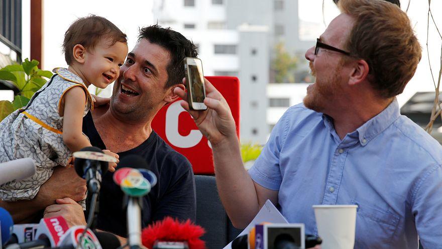 Photo prétexte adoption par couples homosexuels.