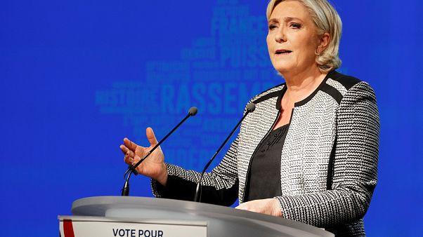 Marine Le Pen le debe 300.000 euros al Parlamento Europeo