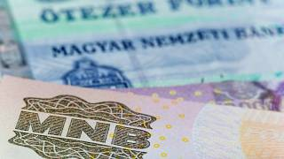Mélyponton a forint árfolyama
