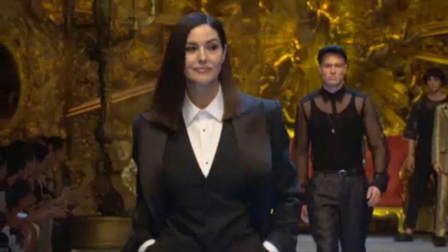 Μιλάνο: Μόνικα Μπελούτσι και Ναόμι Κάμπελ ανέβηκαν στην πασαρέλα