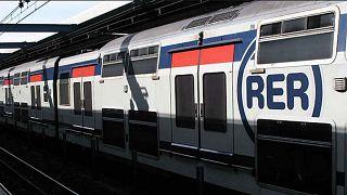 أم تضع مولودها على متن قطار ضواحي العاصمة باريس