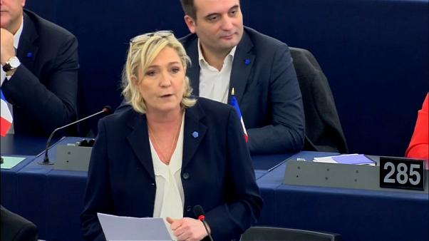 Marine Le Pen vai ter que devolver 300 mil euros ao Parlamento Europeu