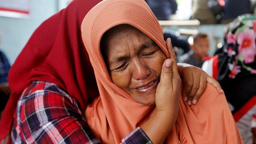 El hundimiento de un ferri deja 128 desaparecidos