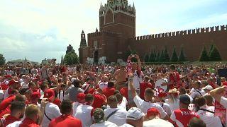 Fußball-WM: Polnische und senegalesische Fans feiern in Moskau
