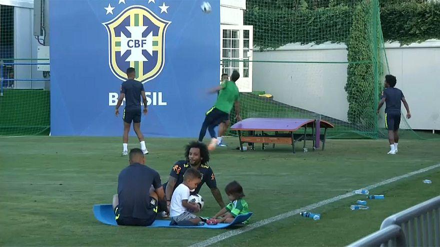 Sochi: i giocatori del Brasile in campo con i figli