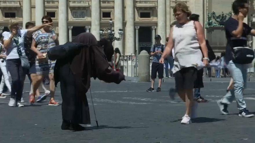 A proposta de recenseamento dos ciganos está a dividir Itália
