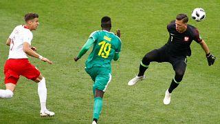 Senegal sorprende a Polonia