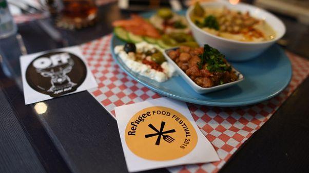 Έξι αθηναϊκά εστιατόρια ανοίγουν τις κουζίνες τους σε πρόσφυγες σεφ