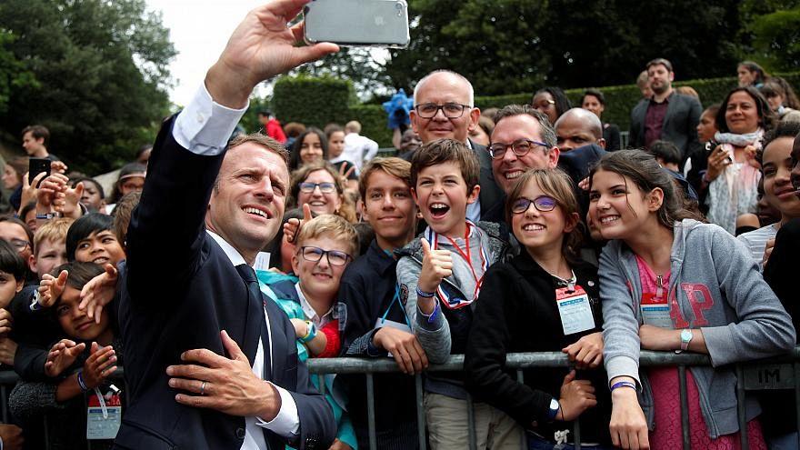 """""""Uramnak szólítasz, érted?"""" - leckéztetett egy tinédzsert Macron"""