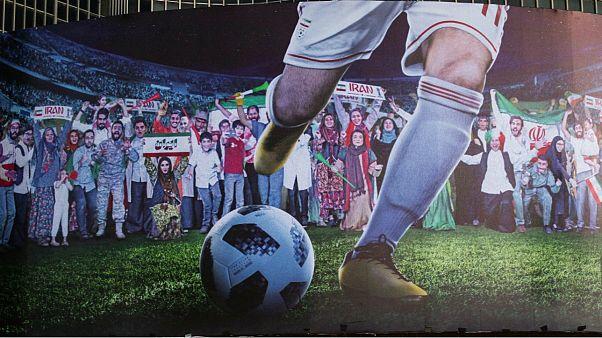 ورود زنان به استادیوم آزادی در بیلبورد میدان ولیعصر