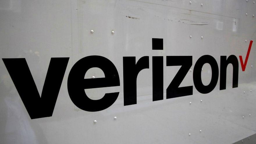 شعار شركة فرايزون على جانب شاحنة في مدينة نيويورك بالولايات المتحدة