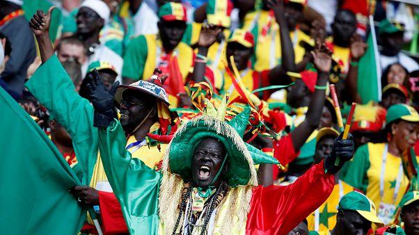 Kitakarították maguk után a stadiont a szenegáli és japán szurkolók