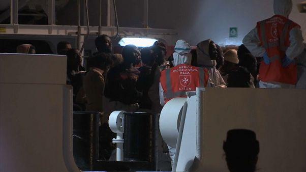 Sbarcati 509 migranti a Pozzallo. Una vittima fra loro