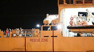 Tras el Aquarius, más de 500 migrantes desembarcan en Sicilia