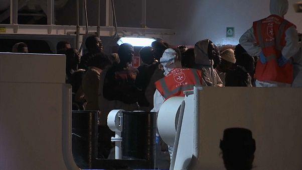 В Поццалло высажены 500 мигрантов