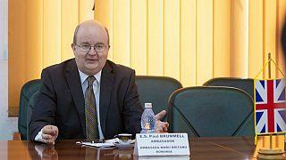 استقبال السفير البريطاني في رومانيا بعلم بَطُل استعماله منذ  200 سنة