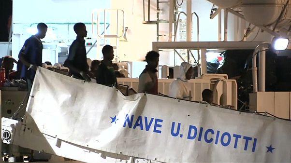 مهاجرون وصلوا ميناء سيسيليا
