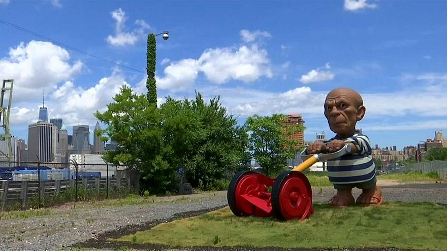 Picasso Brooklyn'de çim biçiyor