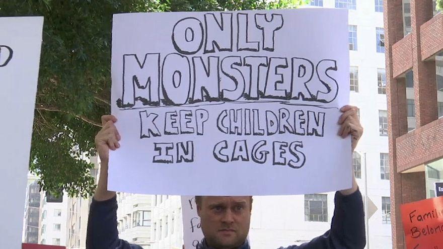 Enfants de migrants séparés de leurs parents : les manifestations prennent de l'ampleur