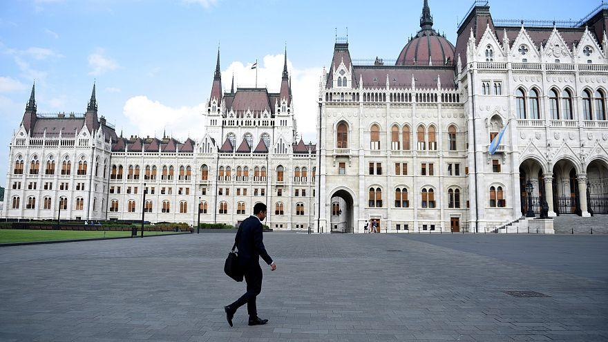 """STOP Soros"": Flüchtlingshelfern droht in Ungarn künftig Haft"