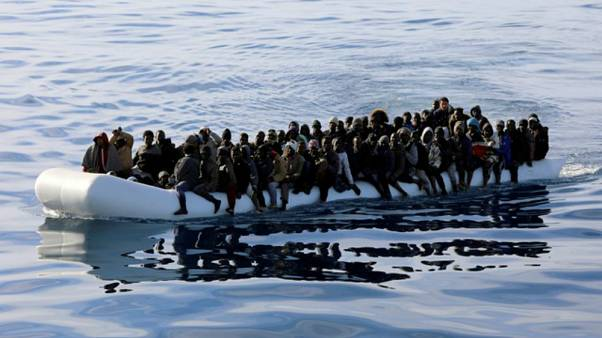 """علامة """"بينيتون"""" الإيطالية تثير الجدل بحملة دعاية استخدمت فيها صور مهاجرين"""