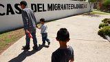 ماذا يحدث بالضبط في قضية الأطفال المهاجرين المفصولين عن عائلاتهم