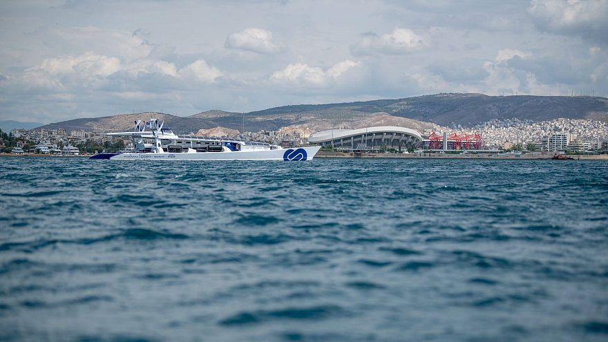 To ενεργειακά αυτόνομο πλοίο Energy Observer στο Φάληρο
