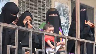 Családok ezrei menekülnek a harcok elől Jemenben
