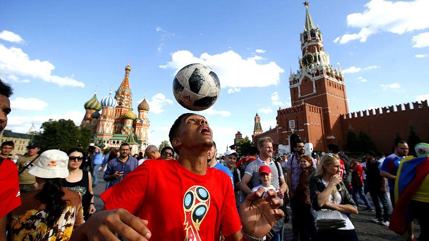 Eşi izin vermese de arkadaşları Javier'i Dünya Kupası'na götürdü