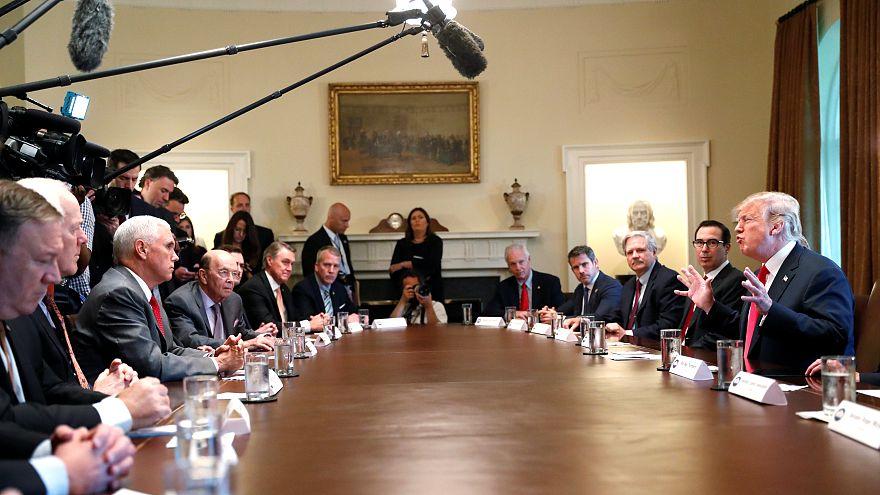 Trump reunido con sus asesores en la Casa Blanca