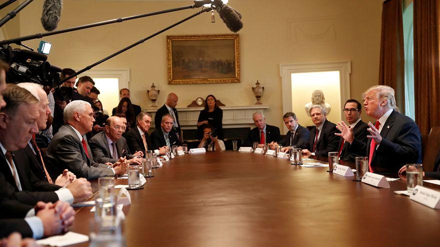 ترامب في اجتماع مع أعضاء الحكومة