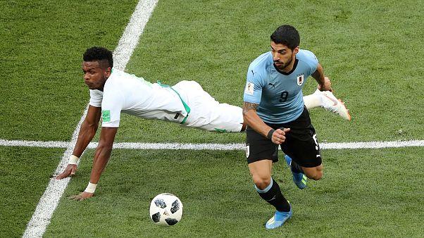 Uruguay vence a Arabia Saudí y pasa a octavos de final