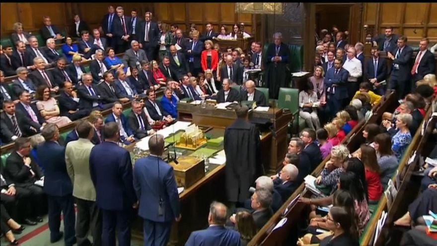 Theresa May evita la rebelión entre los conservadores