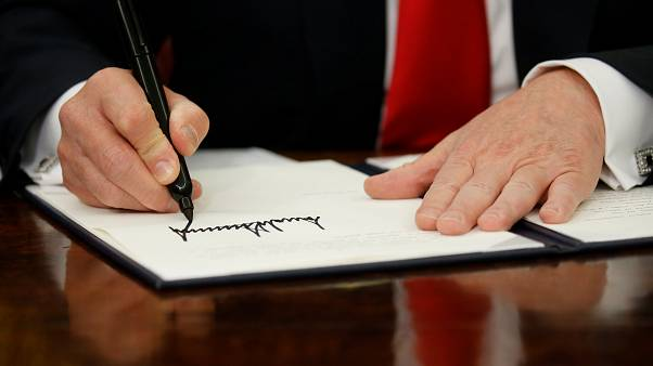 Trump assina ordem executiva que suspende separação de famílias indocumentadas