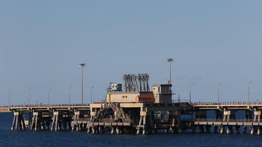 المنطقة الصناعية بميناء راس لانوف النفطي بليبيا.