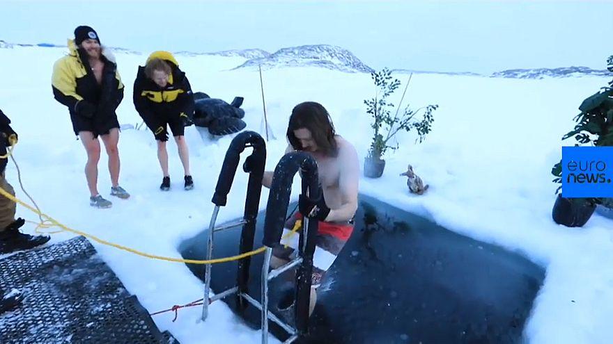 Pour fêter le solstice d'hiver, ils piquent une tête dans l'océan Antarctique