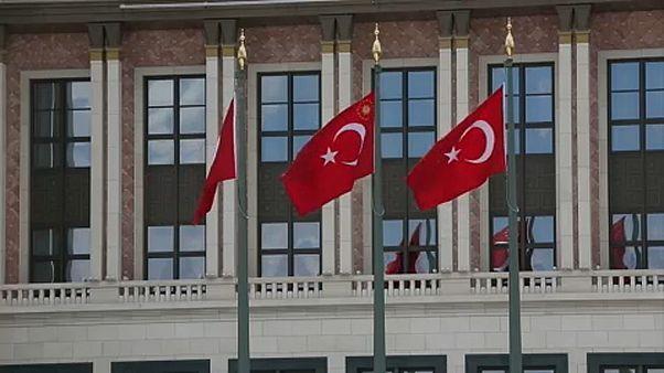 Kettős választás jön Törökországban