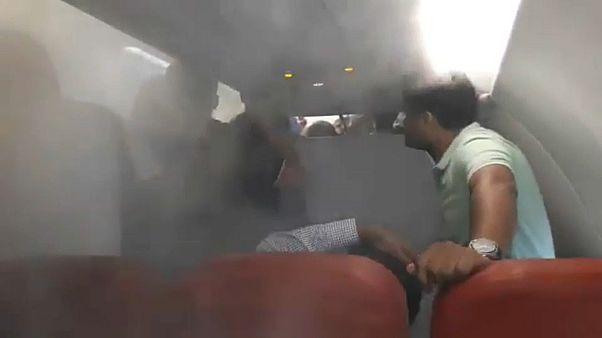شاهد: طيار يخنق الركاب بنظام التكييف بعد رفضهم النزول من الطائرة