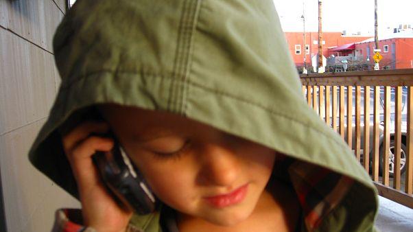 طفل كندي يستنجد بالشرطة بسبب طبق سلطة