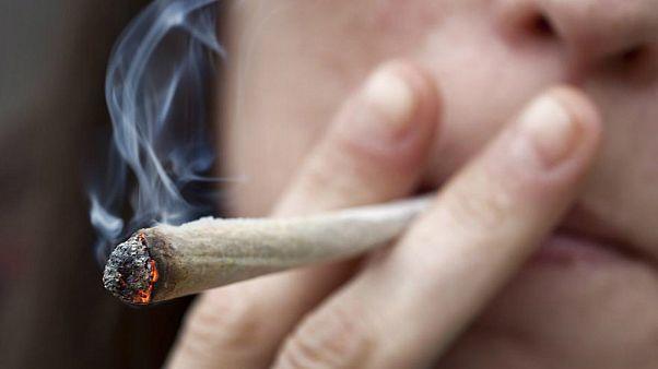 كندا تُشرّع استخدام الماريجوانا لأغراض ترفيهية
