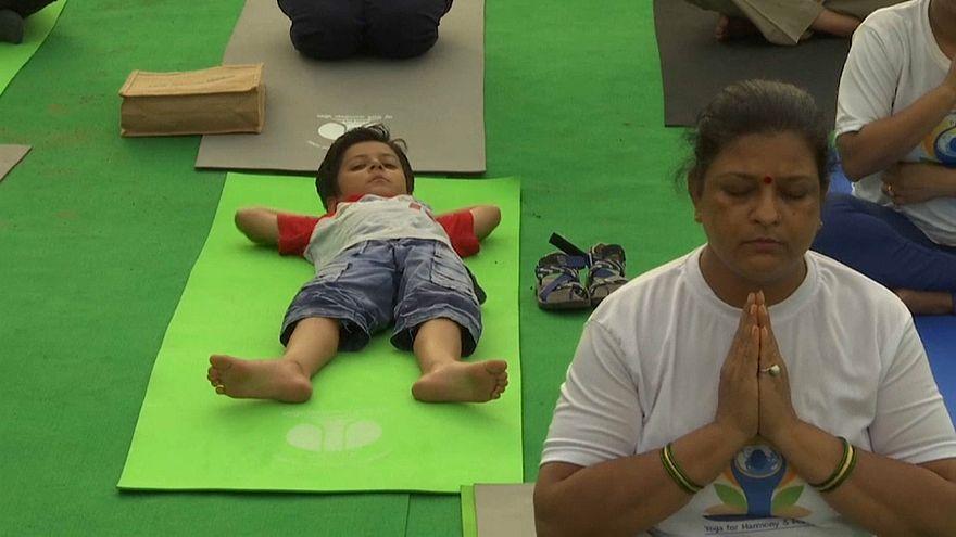 Нарендра Моди отметил День йоги