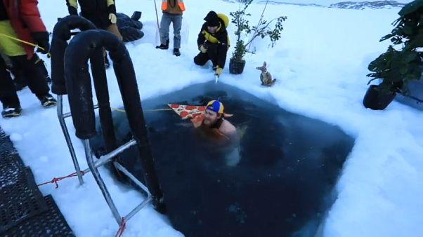 Un tuffo ghiacciato nelle acque dell'Antartide
