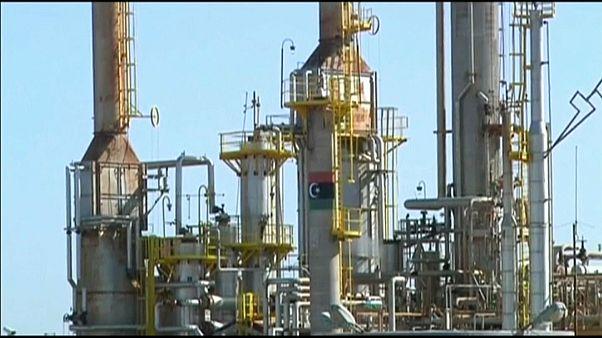Libia: continua la battaglia per i terminal petroliferi