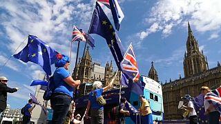 Ciudadanos de la UE deberán pagar 74 euros para permanecer en Reino Unido después del Brexit
