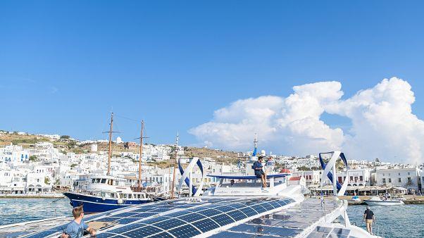Το Energy Observer στο λιμάνι της Μυκόνου