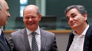 Dívida grega ensombra recomeço pós resgate